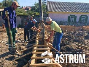 рабочие проводят бетонные работы